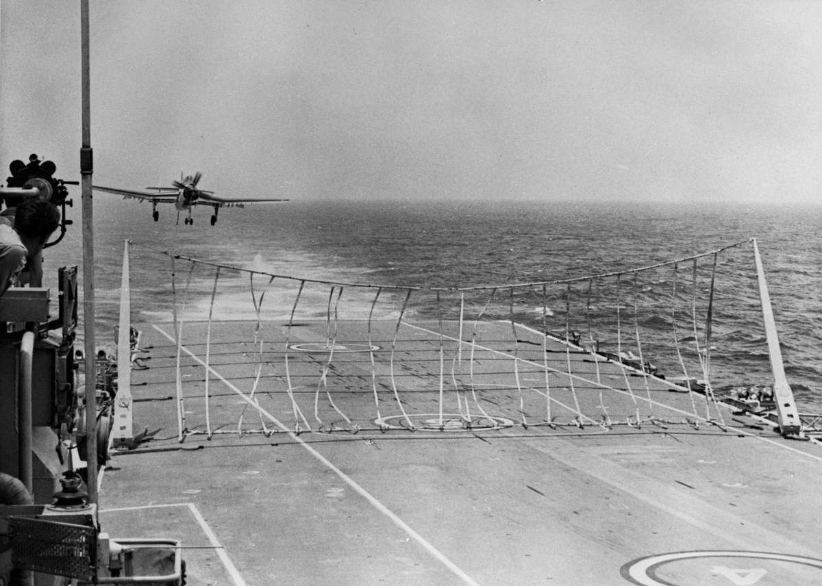 Fairey Gannet AS1/4 onboard HMAS Melbourne (II) Carrier-borne anti-submarine aircraft